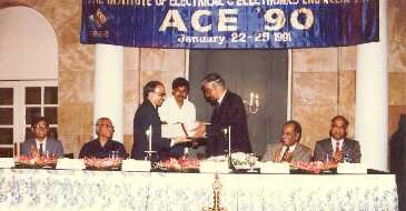 Dr Rajaramanna presenting IEEE fellow certificate to Prof. MAL Thathachar during ACE '90